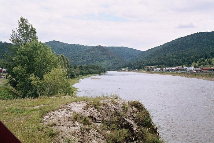 изменению характера реки.